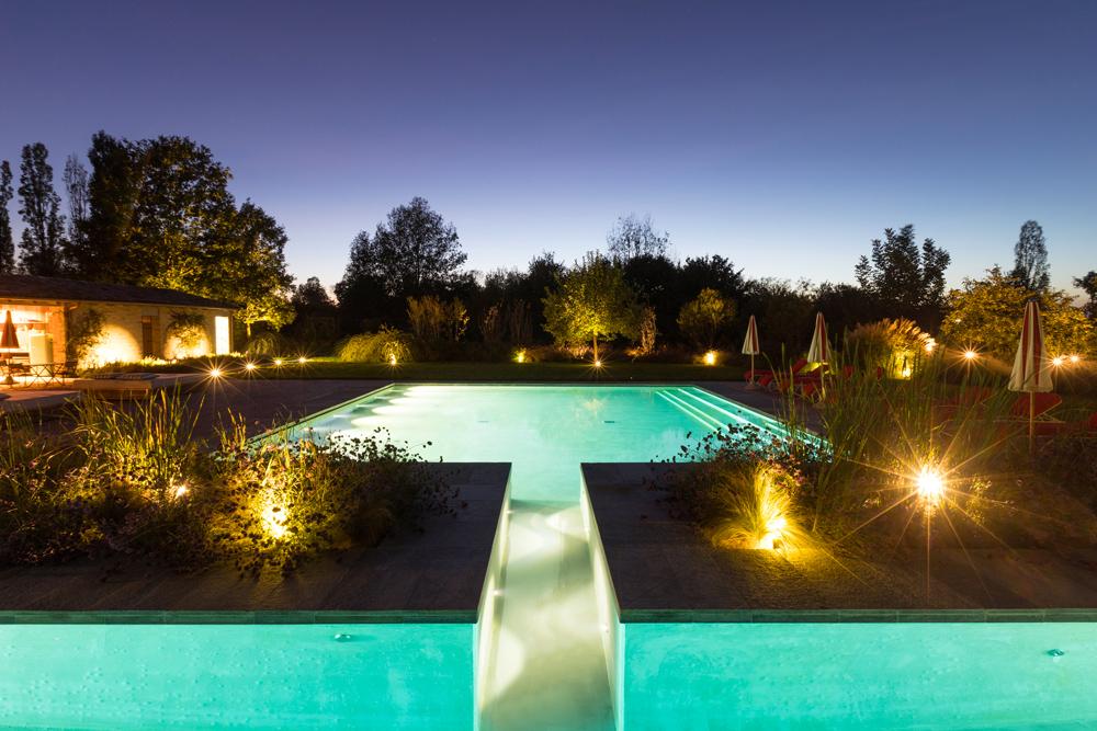 immagine piscina esterna di lusso